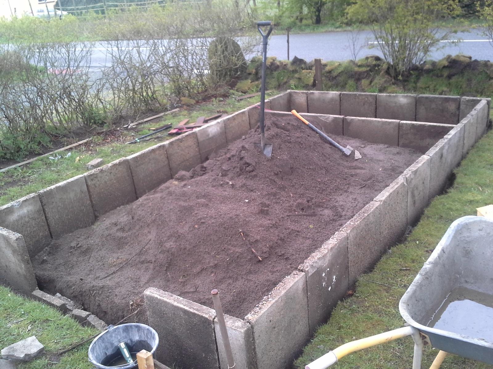 fortovs fliser som fundament drivhus h jbede beton. Black Bedroom Furniture Sets. Home Design Ideas